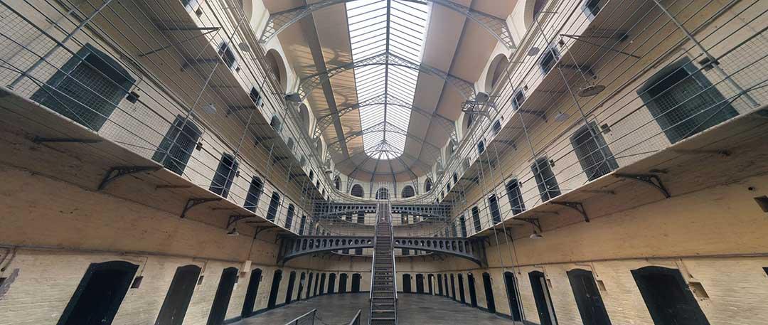 ¿Es peligroso ser funcionario de prisiones? Te sacamos de dudas